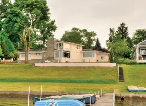 A view of the lakeside elevation of the Chautauqua, N.Y., Ritts/Kohl residence, designed by Williams in the 1950s (exact dates of design and construction were among the information lost in the fire that destroyed many of Williams' office documents).