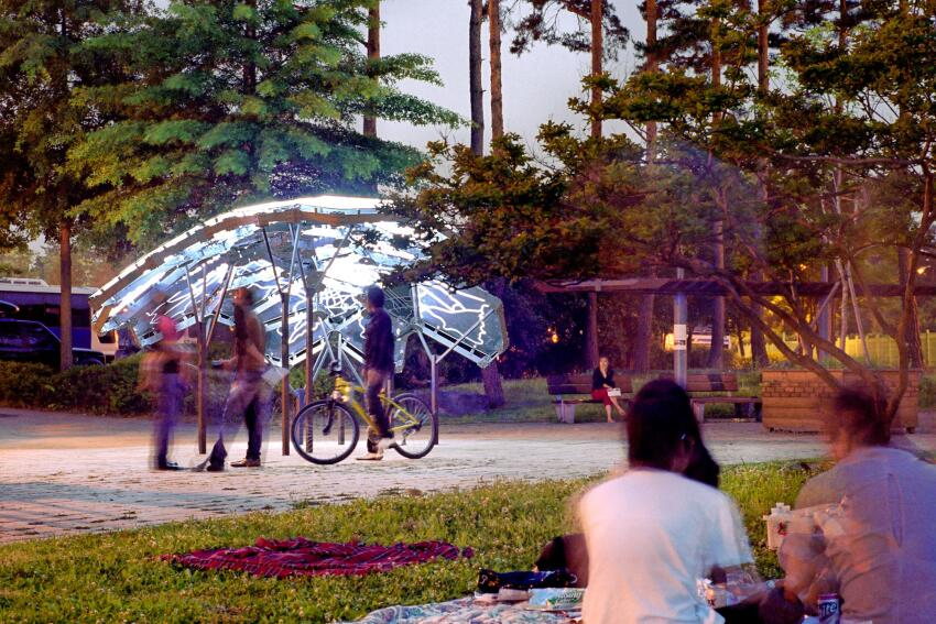Designed by David Benjamin and his firm The Living, Living Light is a pavilion in Seoul, South Korea, that indicates changes in air quality and public interest in the environment through glowing and flashing lights integrated into the structure.