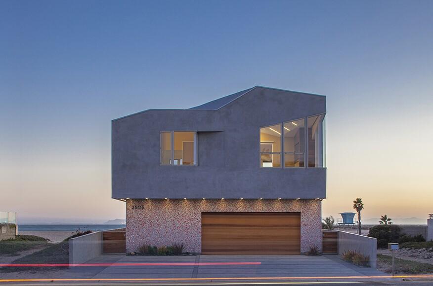Silver strand beach house architect magazine robert for Beach house design awards
