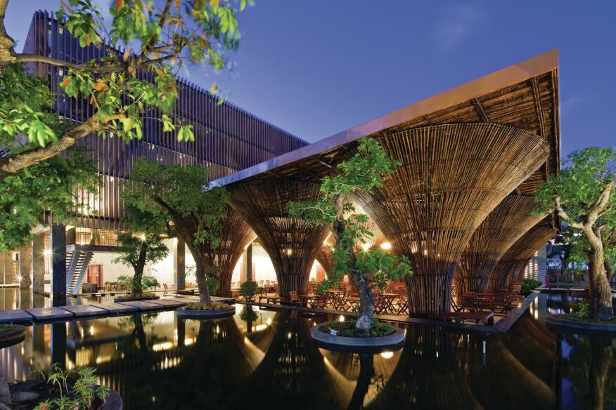 Surrounded by a man-made pond, the restaurant was built as part of a hotel complex along the Dak Bla River in Kon Tum.