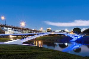 Phyllis J. Tilley Memorial Pedestrian Bridge in Fort Worth, Texas by Rosales + Partners.