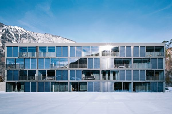 Schwarz Architekten employed 148 square meters  (1,593 square feet) of PCM on the south-facing façade of the building. By covering their structure in this innovative material, the architects have taken an unprecedented step toward adaptive and efficient building design.