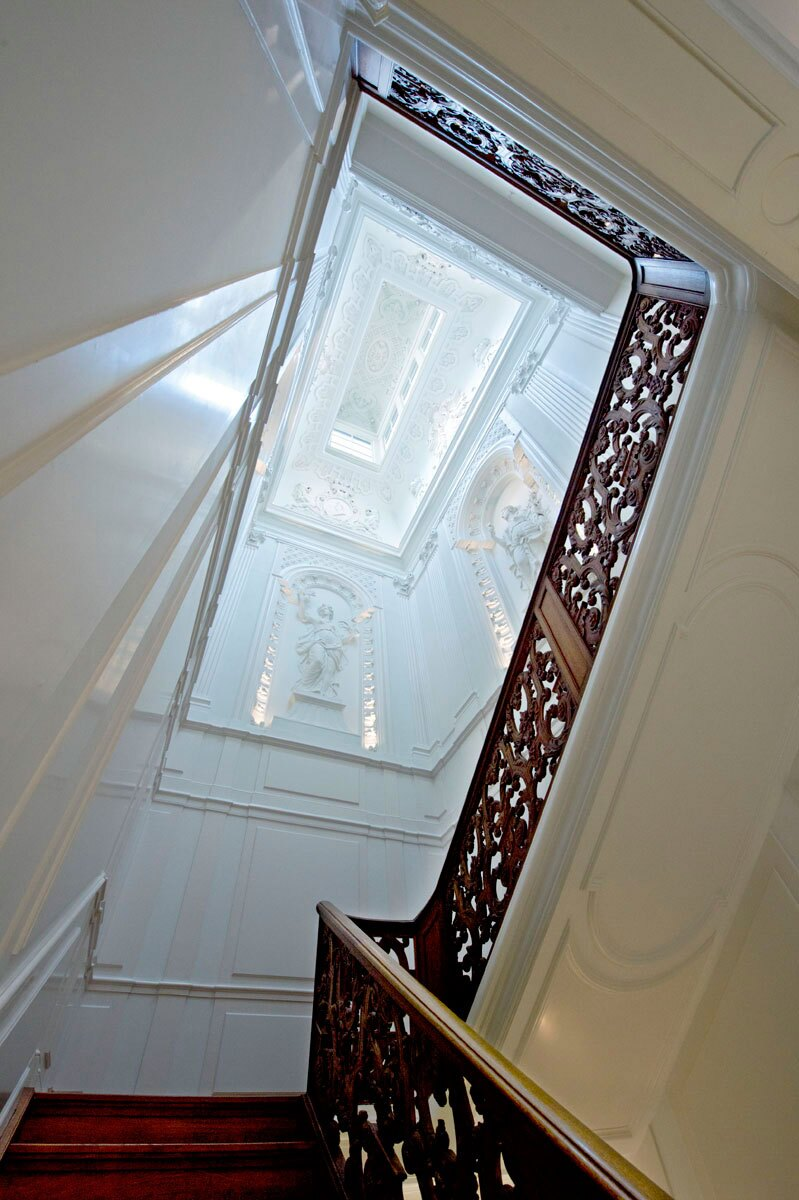 One of the most challenging areas to illuminate was the grand staircase with its ornate plasterwork. 3W LEDs were selected so that they could be concealed among the moldings.