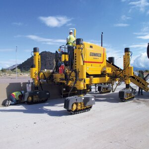 GOMACO's four-track Next Generation Commander III slipforms variable barrier on a highway project in Arizona.