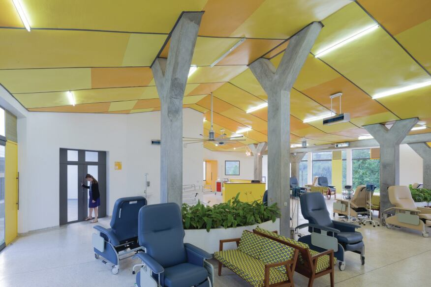 The infusion room was designed so that patients can be accompanied by family members during their treatment.