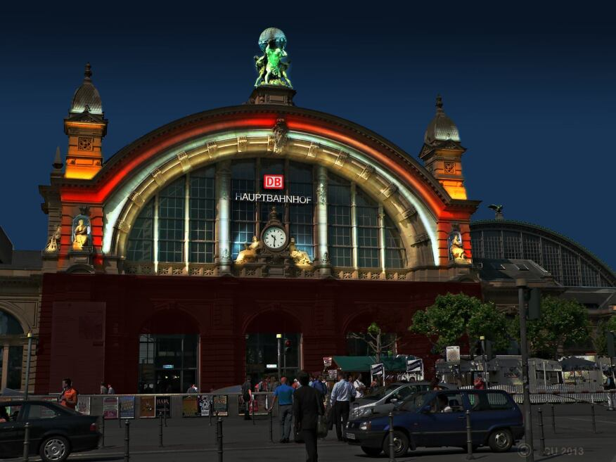 Façade illumination of the Hauptbahnhof, by Christian Uitz for iGuzzini