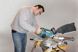 Tools Up Close: Makita LXSL01 Cordless Miter Saw