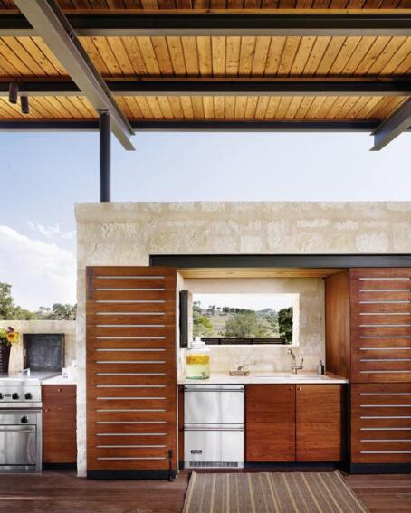 Contemporary Outdoor Kitchen: Builder Magazine