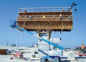 W.W. Webber LLC worked vigorously with concrete supplier Texas Industries Inc. and formwork provider Efco Corp. to provide a concrete fi nish that meets or exceeds NTTA expectations.