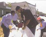 Residents of southeast Washington, D.C., sandbag in preparation for Hurricane Isabel. Photo: Adam DuBrowa, FEMA