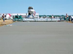 Properly grease the bearings on a truss screed to guarantee optimal operation.