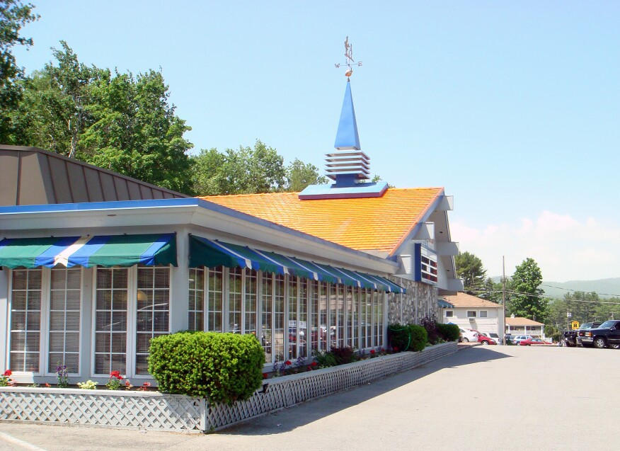 The last remaining Howard Johnson's location, in Lake George, N.Y. (2003).