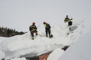 Using the wrong tools to remove snow from the roof can cause leaks.