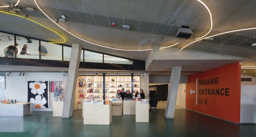 The renovation integrated the museum shop into the entry sequence.