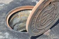 Hinged manhole ring/cover