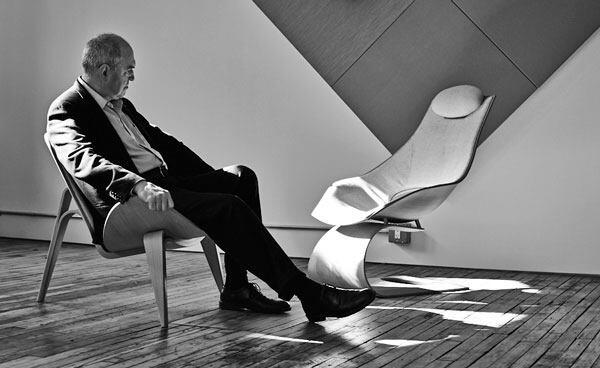 In the New York showroom of Carl Hansen & Søn, the author observes Tadao Ando's new Dream Chair from the comfort of a classic: the Shell Chair by Hans Wegner, who would have celebrated his 100th birthday this year.