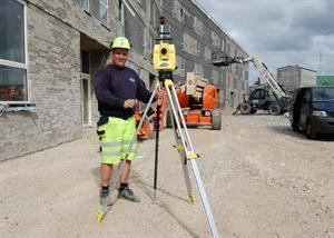 Jonas Nielsen with the Leica iCON robot 50 total station