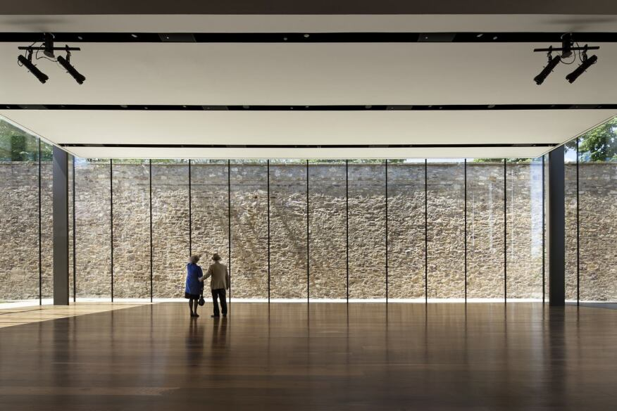 Simple illumination brings the outdoors into a museum 39 s for Space 120 architects