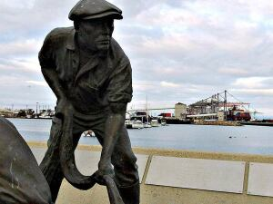 Fisherman Statue with view of Long Beach Port