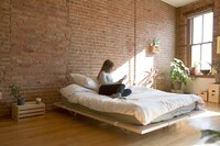 A Minimalistic Platform Bed that Maximizes Space