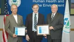 Acting EPA Region 7 Administrator William Rice (right) presents the Combined Heat and Power Award to (from left) Scott Lucas of Macon Missouri Utilities and John Grotzinger of the Missouri Joint Municipal Electric Utility Commission. Photo: EPA Region 7