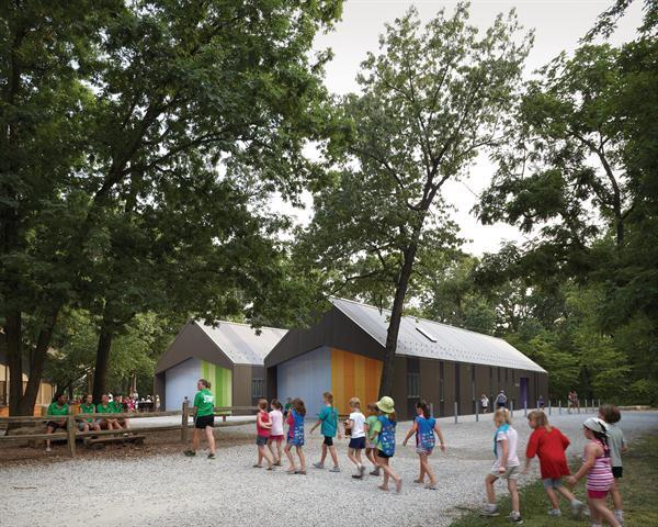 Girl+Scouts+arriving+to+the+Trail+Center+at+Camp+Prairie+Schooner.