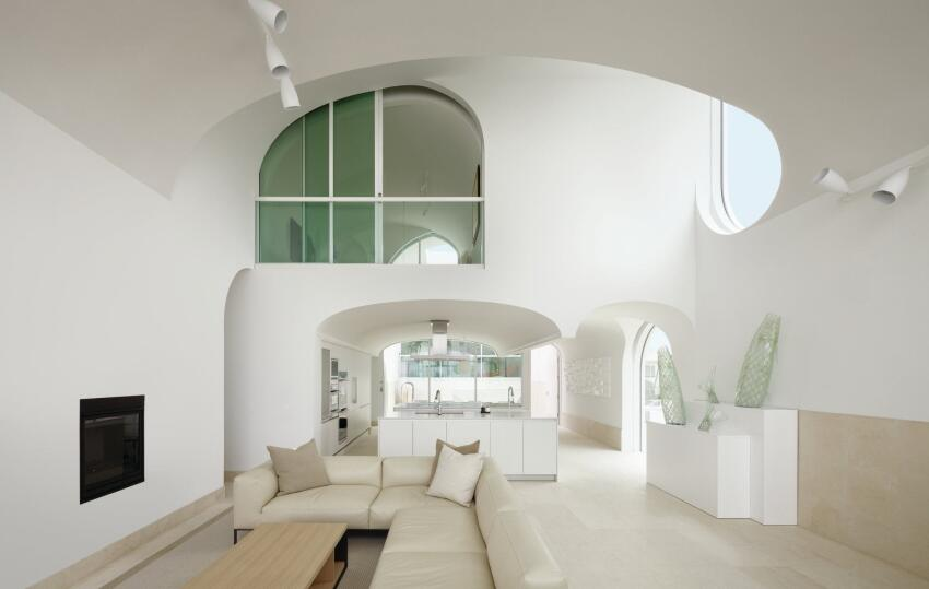 The variation of the vaults allows for different gradients of light over the curved surfaces.