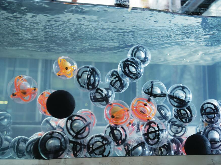 A close-up of some of the 350 spheres that Skylar Tibbits placed inside a 200-gallon fish tank for his Fluid Crystallization project. The spheres, modeled after carbon atoms, self-organize into intermolecular structures that take the form of different polygons.