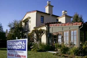 A realty sign stands in front of a home in the Crystal Cove section of Newport Beach, California, U.S., on Monday, Dec. 14, 2009. Homeowners with mortgages of more than $1 million are defaulting at almost twice the U.S. rate and turning to so�called short sales to unload properties as stock�market losses and pay cuts squeeze wealthy borrowers. This 3,664 square foot home is owned by BORM Inc. Co�founder Masoud Bakaie, who owes $2.6 million on the property and is seeking approval of a short sale. Photographer: Tim Rue/Bloomberg