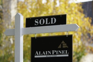 A home that was sold is shown in Palo Alto, Calif., Thursday, Dec. 2, 2010. The number of people who signed contracts to buy homes jumped in October 2010, marking the third gain since contract signings hit a decade low. (AP Photo/Paul Sakuma)