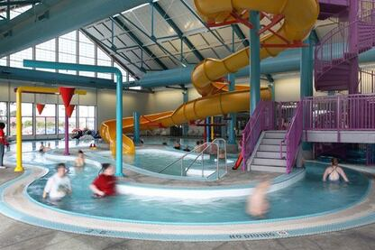 The C.V. Starr facility provides recreational service to the surrounding coastal community as well as vital learn-to-swim programming. Operators collaborate with businesses and other agencies to offer water safety programs and classes. Examples of this collaboration include working with  the local dive center to teach kayak and scuba skills and collaborating with school districts to offer swim lessons to students. The center also hosts many events throughout the year,encouraging widespread community involvement. The flexibility of the pool design has allowed incorporation of suggestions from the  patrons and community, resulting in the addition of programs such as an arthritis water exercise class and a class for expectant mothers.