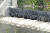 Inflatable' dam controls flood-prone river