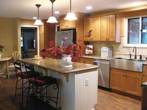 """Granite Look The """"amore"""" profile on this laminate island resembles ogee-edged granite ó at a much lower cost."""