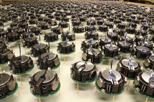 A swarm of 1,000 of the Wyss and SEAS Kilobots.