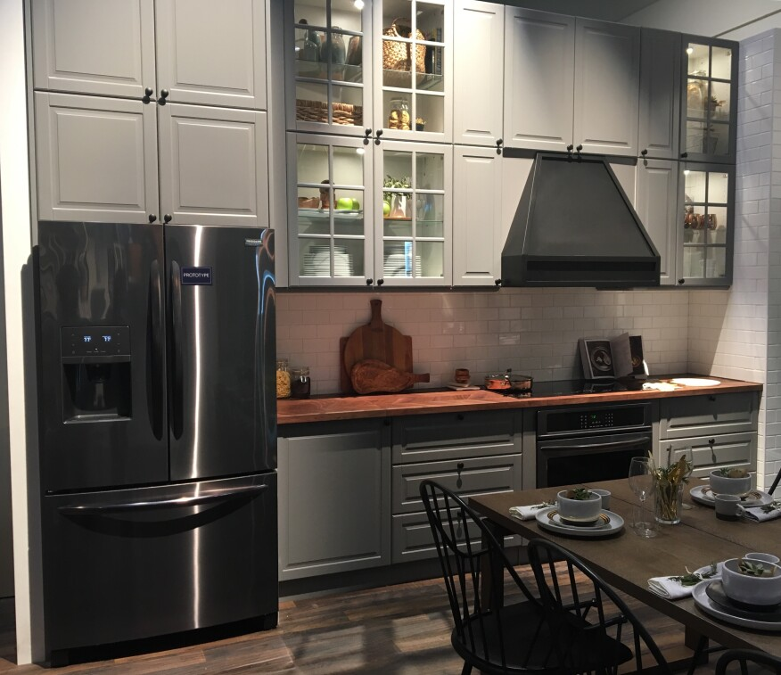 Black And Stainless Steel Appliances For Kitchen Decor Pictures To Pin On Pinterest Pinsdaddy