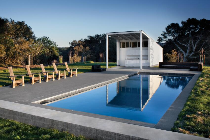 The 274-square-foot pool shed also draws from the barn typology, but with more classically modernist lines than the main house. The structure features a storage space, an outdoor kitchenette with stainless steel countertops, and a solar hot-water heater to heat the pool.