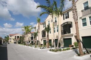 Project of the Year: Multifamily  Seabourn Cove, Boynton Beach, Fla.  Builder: FM Contract Service, Tampa   Designer: Marc Wiener, AIA, Boca Raton, Fla.  Developer: Gulfstream Gardens, Tampa