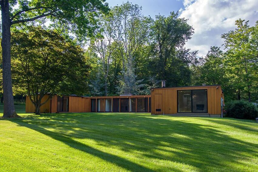 Philip Johnson's Wiley Speculative House For Sale in Connecticut