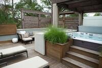 8-Person Spa Serves as Focal Point of Chicago Rooftop Retreat