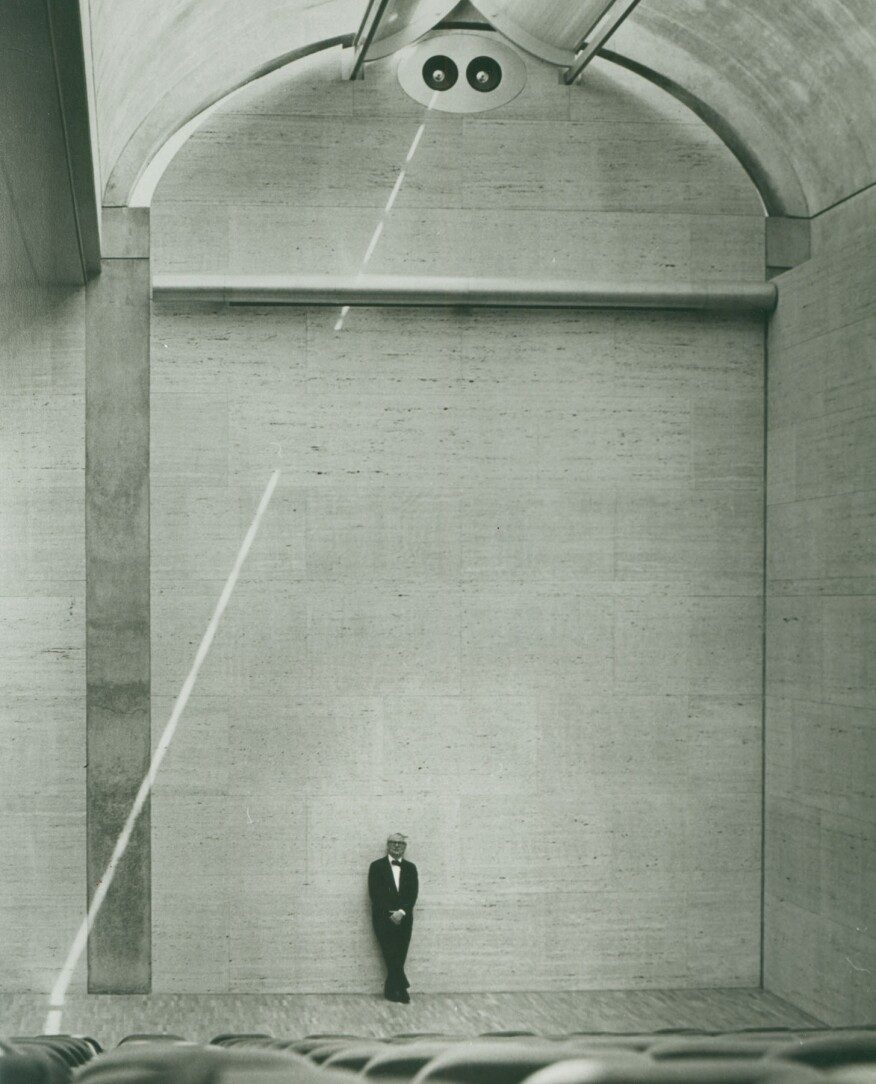 Kahn in the Kimbell Art Museum auditorium in 1972