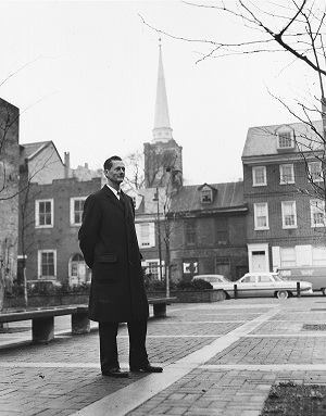 Bacon on a greenway in Society Hill, April 12, 1962. The greenway system would eventually include a pedestrian pathway to St. Peter's Church (shown in background).