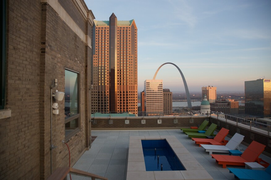 St. Louis Arch, rooftop, amenities, view, high-rise