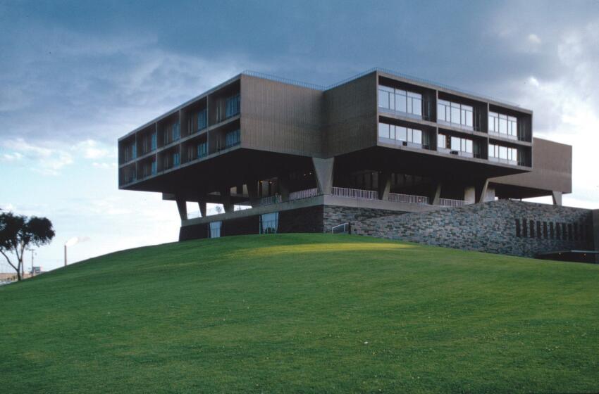 Eero Saarinen's Milwaukee War Memorial Center, winner of a 1955 P/A Award.