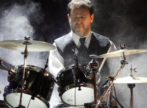 Jon Fishman performs with Phish during the Rock and Roll Hall of Fame induction ceremony in New York, Monday, March 15, 2010.  (AP Photo/Jason DeCrow)