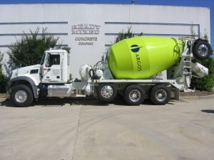 McNeilus has sold 40 McNeilus® Bridgemaster® ready-mix trucks to Argos USA based in Houston, Texas. The trucks feature an integrated McNeilus next generation (NGEN) compressed natural gas (CNG) installation that is fully tested at the factory. Pictured here is a diesel-powered vehicle.