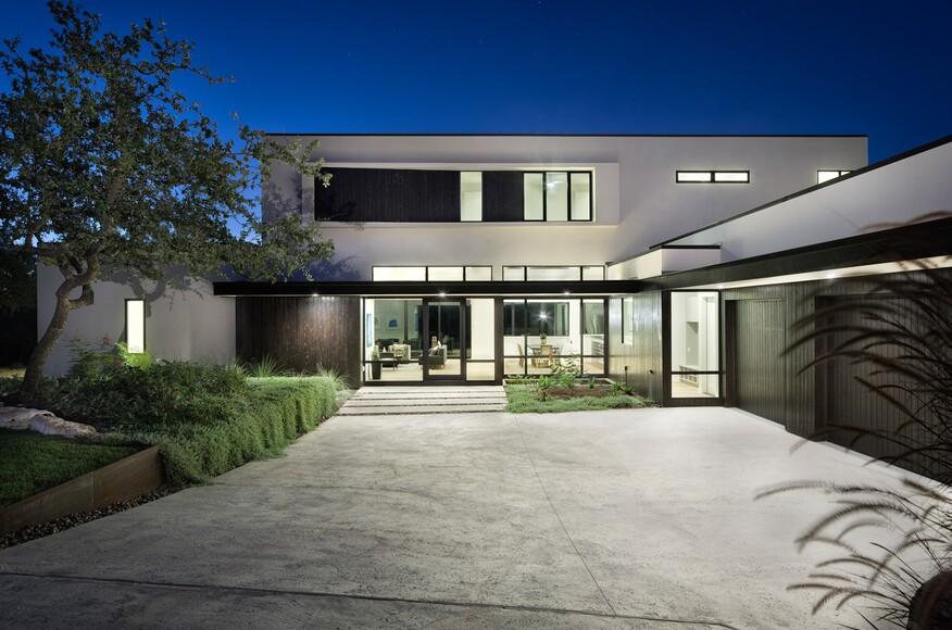 Lakeway residence custom home magazine clark for Richardson custom homes