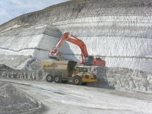 DE dig: Heavy equipment operators with EP Minerals excavate diatomaceous earth.
