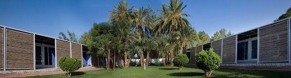 Salam Center for Cardiac Surgery, by Studio Tamassociati. Small courtyard. Khartoum, Sudan.