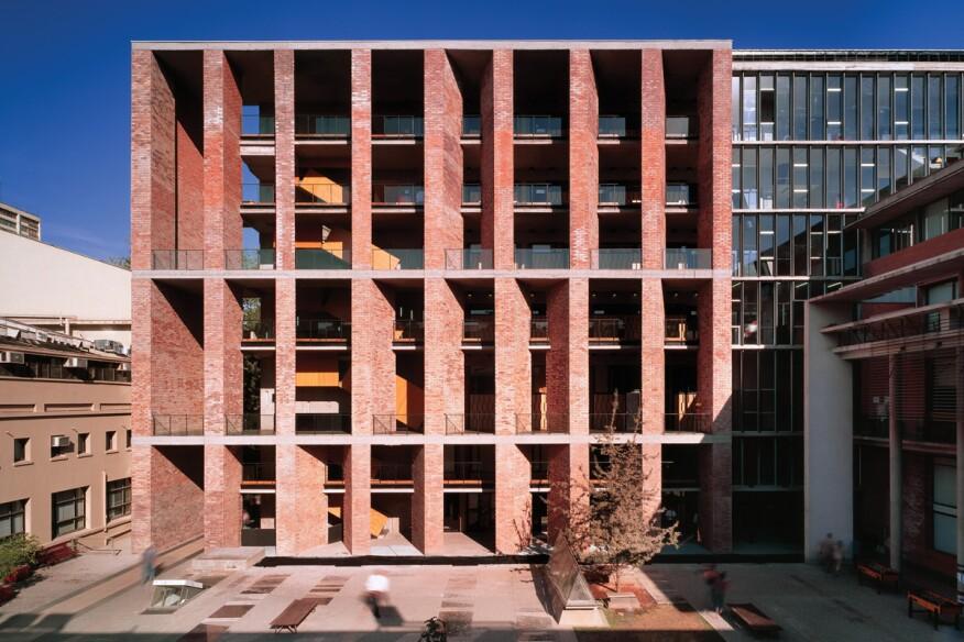 Architekt: Aravena Medizinische Fakult�t Santiago, Chile