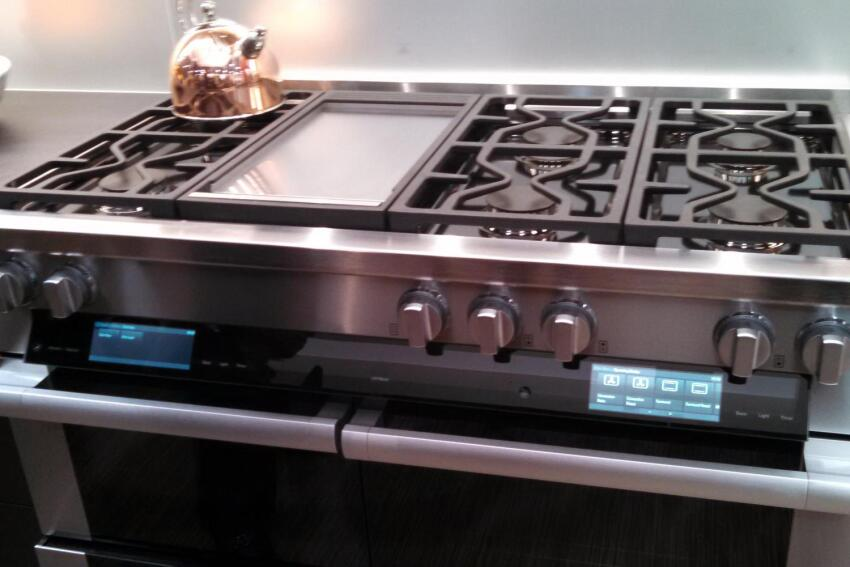 High-End Appliances Shine at KBIS 2015